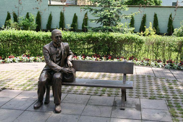 Miasto Ostroleka - pomnik-laweczka dr.Jozefa Psarskiego