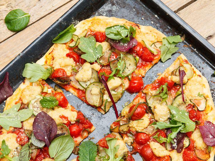 Pizza schmeckt einfach jedem! Mit diesemRezept macht ihr auch Veganer glücklich. http://www.fuersie.de/kitchen-girls/rezepte/blog-post/rezept-fuer-vegane-pizza