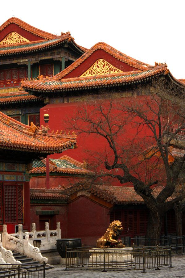 Inside the Forbidden City, Beijing, China. The Forbidden City was the Chinese imperial palace from the Ming dynasty to the end of the Qing dynasty. It is located in the center of Beijing, China, and now houses the Palace Museum. (V)