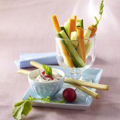 Radieschen-Kräuterquark-Dip zu Gemüsesticks Rezept | LECKER