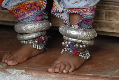 India | Details of anklets worn by Rabari, Gujarat - Katchch | ©Dos & Bertie Winkel