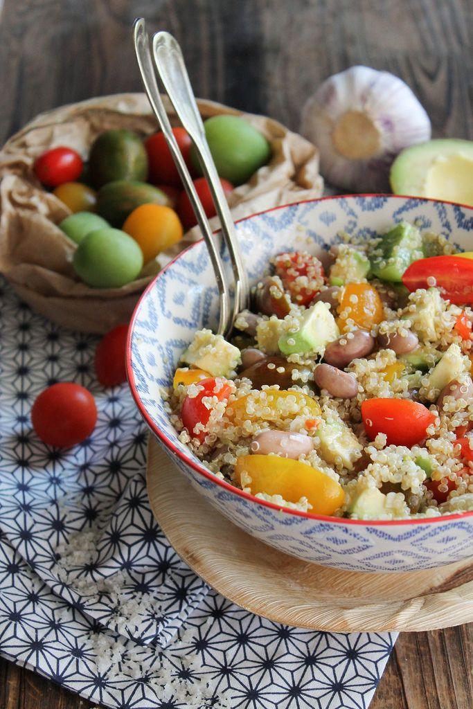 Salade de quinoa aux tomates cerises, avocat et haricots (borlotti)