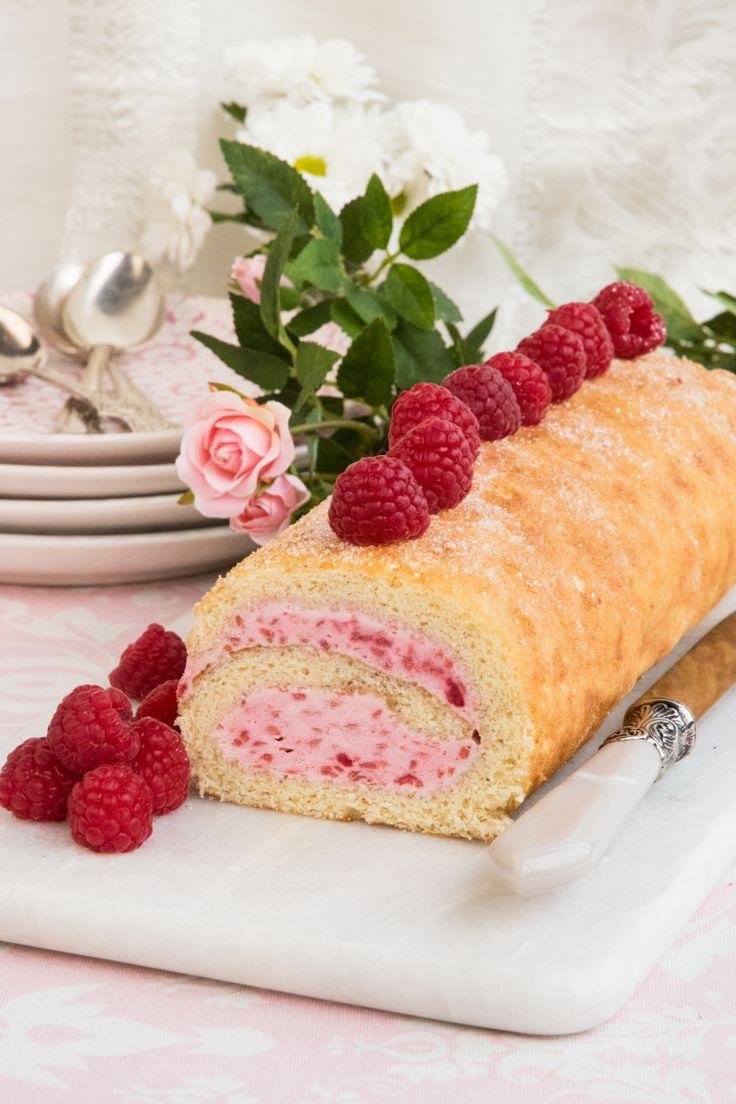 Baka en god rulltårta fylld med hallon och bjud på till fikat, så gott!