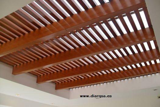 Techo de madera lacado con policarbonato celular techos for Pergola policarbonato
