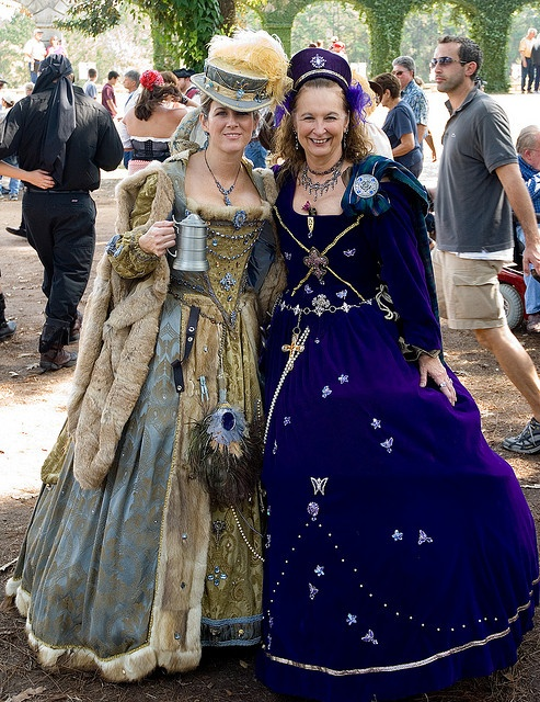 Texas Renaissance Festival by dre464, via Flickr, I love the fur edged dress, this is only the second image I have found of it, I love the colors and the textures, I wish I could tell the wearer how beautiful it is.  I just love it.