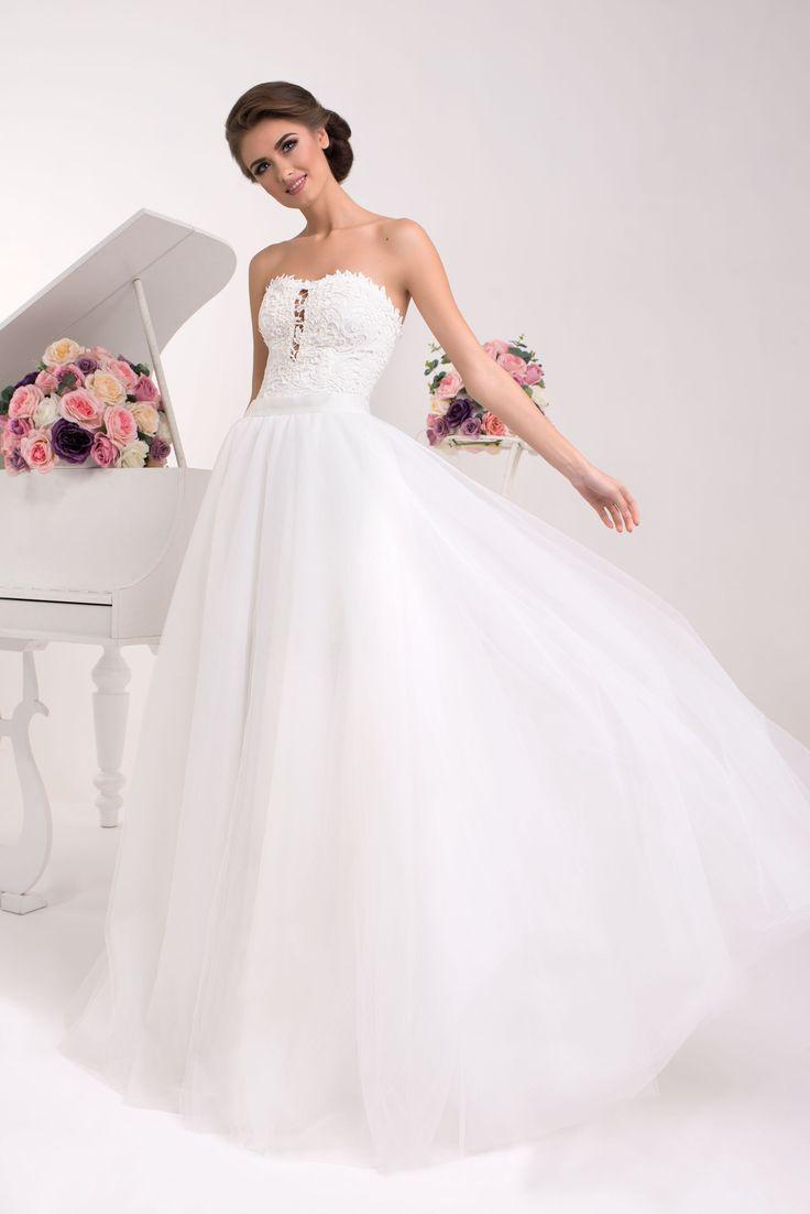 Nádherné svadobné šaty so širokou sukňou a čipkovaným živôtikom bez ramienok