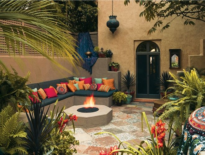 I miss home already :-/ Just wanna lay on those cushions and stare at the sky while sipping my Moroccan mint tea. Gorgeous Moroccan outdoor decor.