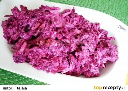 Salát z červené řepy, cibule a jogurtu recept - TopRecepty.cz