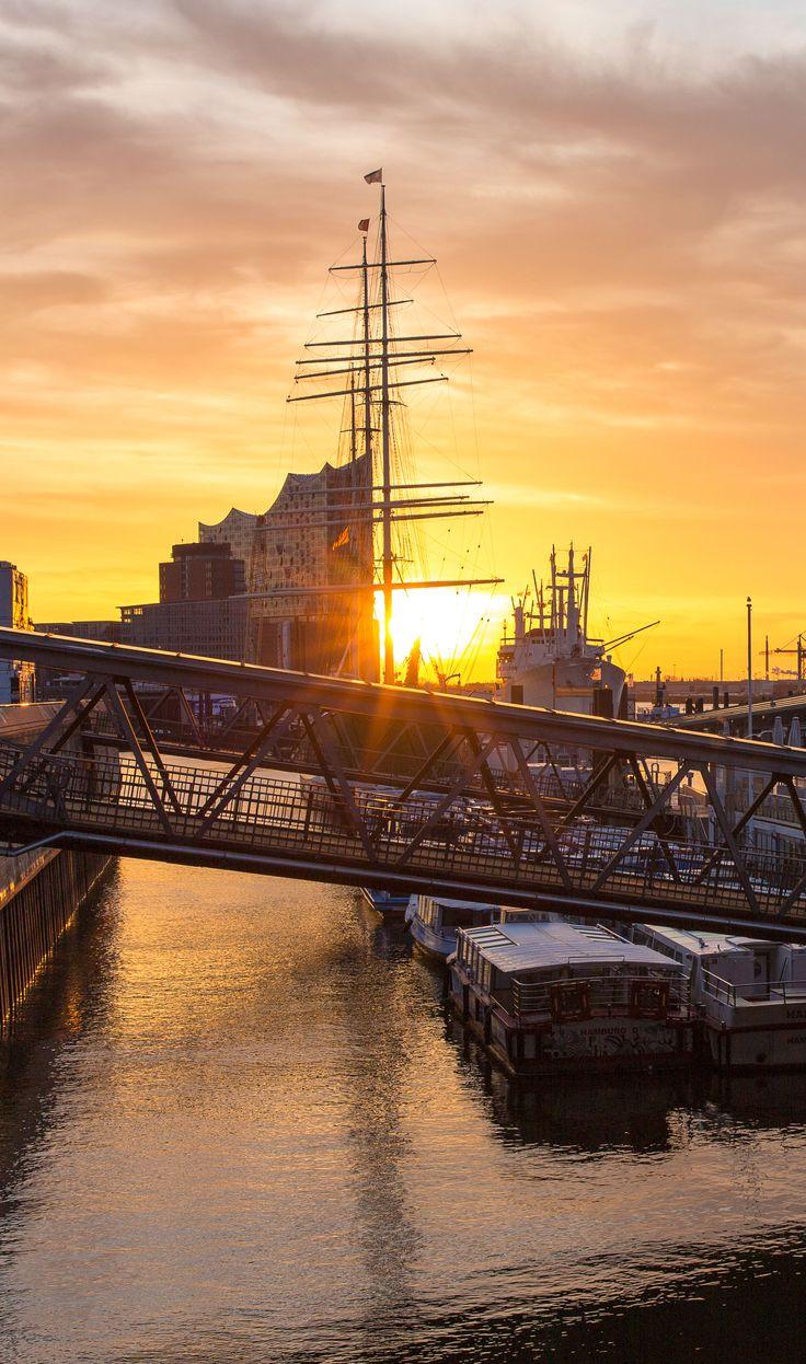 Hamburg Foto Landungsbrücken Elbphilharmonie | Bildschönes Hamburg