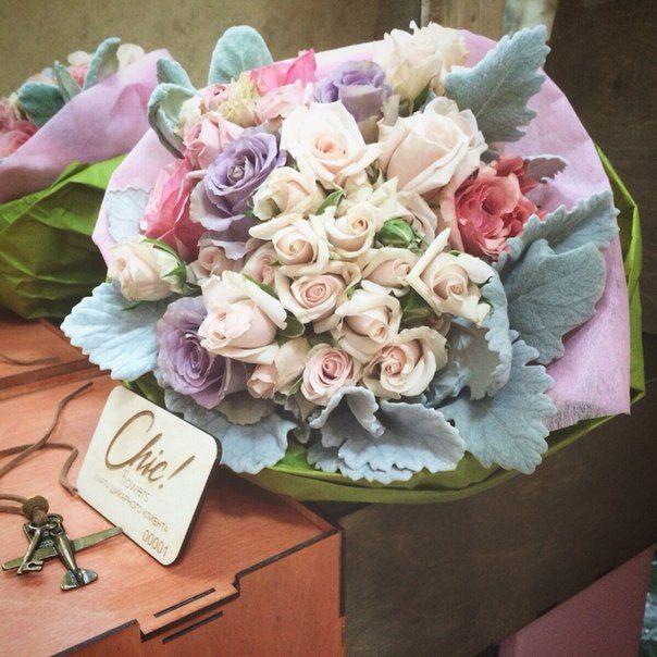 Как Вам такой букет невесты?  самые красивые и необычные розы для особенного дня   #chicwedding #цветыспб #доставкацветов #радость #счастье #питер #спб #доставкаспб #цветыназаказ #любовь #композиция #букетневесты #свадьба #букетдлялюбимой #chicwed #свадьба #свадьбаспб #оформлениесвадьбы #флористика #рождество #зимнеенастроение #зима #нежность #стиль #невеста #зимнийбукет #зимняясвадьба #свадьбазимой #шик