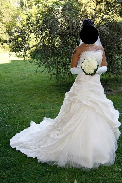 Robe de mariee champagne taille de 36 A 40 car lassage derriere Traine ...