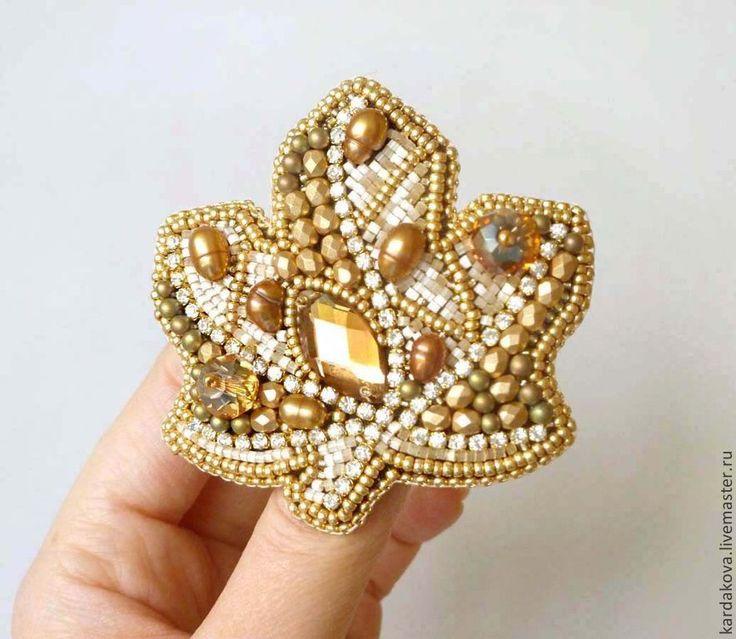 Купить или заказать Серьги с хризопразами и жемчугом 'Tender feelings' в интернет-магазине на Ярмарке Мастеров. Длинные серьги с потрясающими мятными хризопразами, жемчугом и кристаллами сваровски! Камень в оправе из драгоценного мельчайшего японского бисера, покрытого настоящим 24 каратным золотом. Обрамлен калиброванным жемчугом. Мятного цвета камни завораживают и притягивает взгляд! Подобное украшение станет настоящим сокровищем в вашей шкатулке и будет радовать долгие годы!