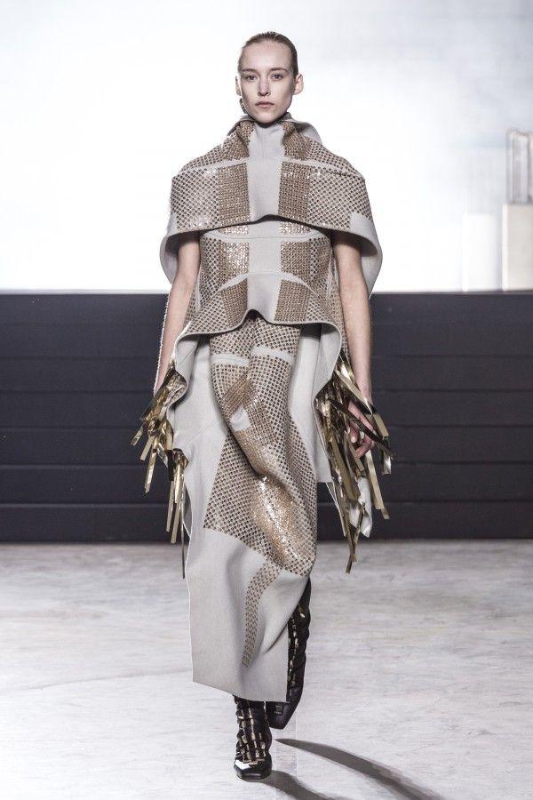 Rick Owens Ready to Wear Fall Winter 2015 fashion show in Paris - Elle.ro