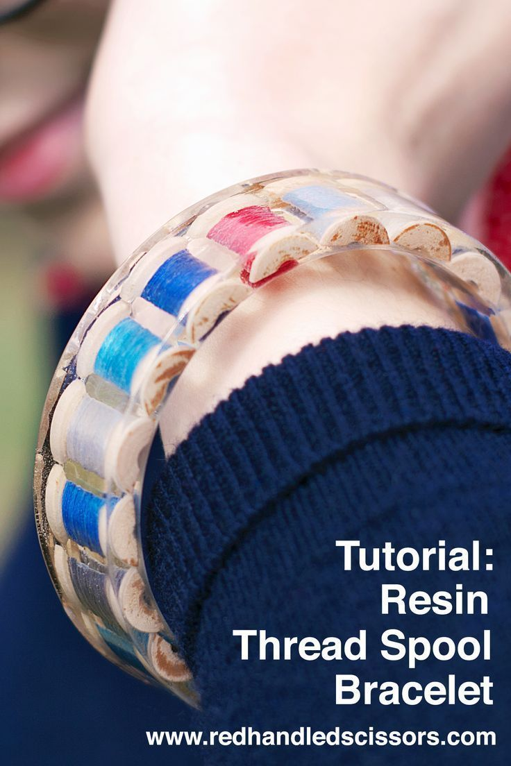 Tutorial: Resin Thread Spool Bracelet: Turn mini wooden thread spools into a custom resin bangle bracelet with this detailed tutorial! #resin #bracelet #DIY #sewing