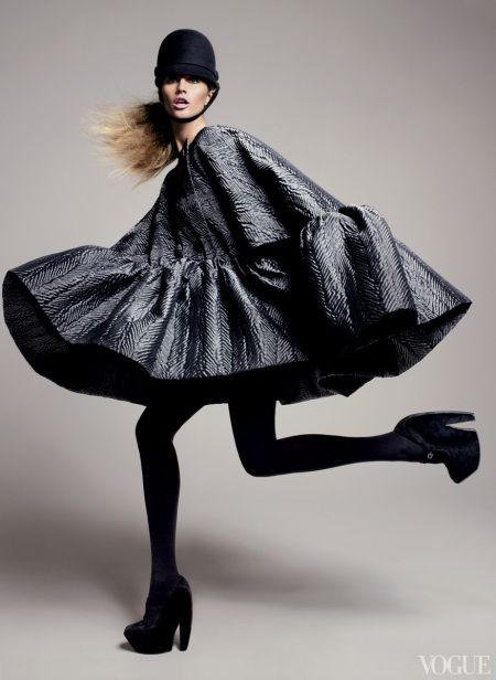 """Gisele Bündchen in Balenciaga – """"Blow Up"""" by David Sims for US Vogue July 2006"""
