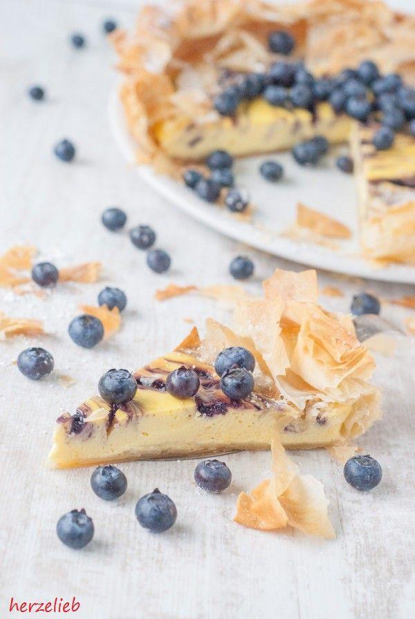 Dieser Käsekuchen mit Blaubeeren im Filoteig ist nach diesem Rezept einfach zuzubereiten.