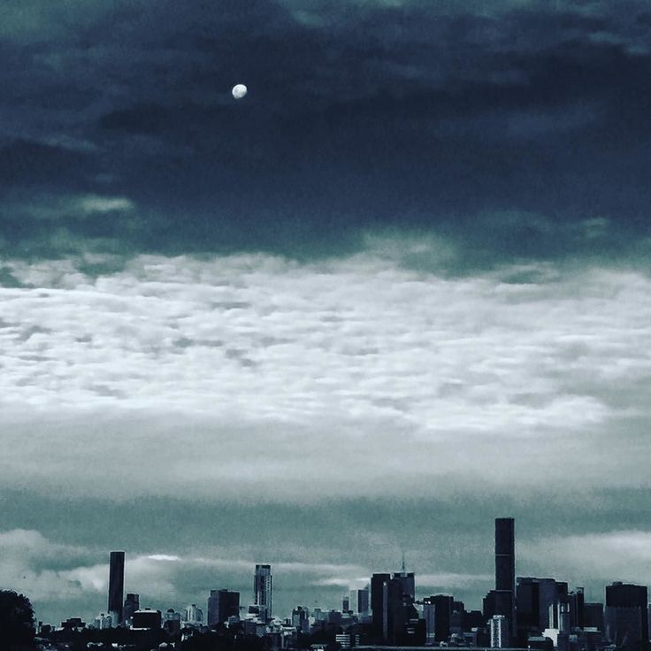 good evening Brisbane... although no sun you still shine......  who else loves this city..? #brisbane #brisbanecity #brisbaneriver #brisbaneanyday #southbank #brisbanecbd #igersbrisbane #brisvegas #bne #skyline #visitbrisbane #lovebrisbane #brisbanecafes #yb12brisbane #brisbaneyb12 #brisbaneanyday #brisbaneriver