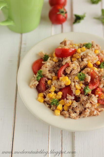 Sałatka ryżowa z tuńczykiem - szybki obiad we włoskim stylu