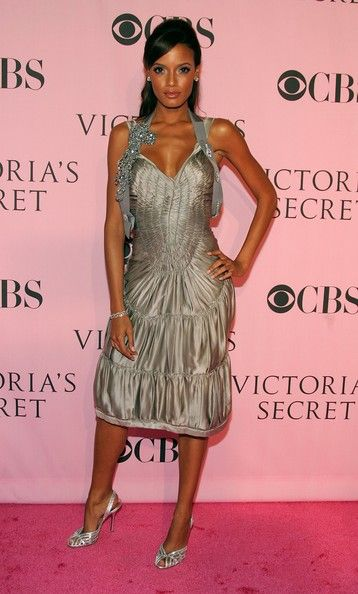 Model Selita Ebanks arrives at the Victoria's Secret Fashion Show held at the Kodak Theatre on November 16, 2006 in Hollywood, California. The show will be broadcast December 5, 2006 on CBS.