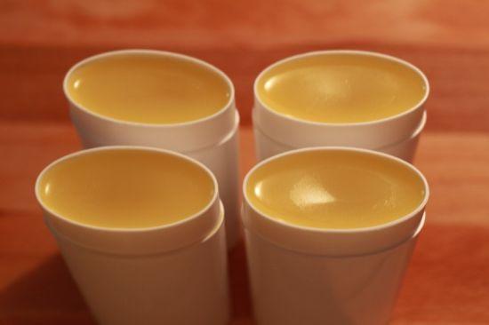 Bardzo prosty sposób na zrobienie naturalnego dezodorantu na bazie pszczelego wosku. Składniki: 120 gram mąki kukurydzianej 60 gram sody oczyszczonej 30 gram płynnego chlorofilu 60 gram wódki 60 gram czytaj dalej→