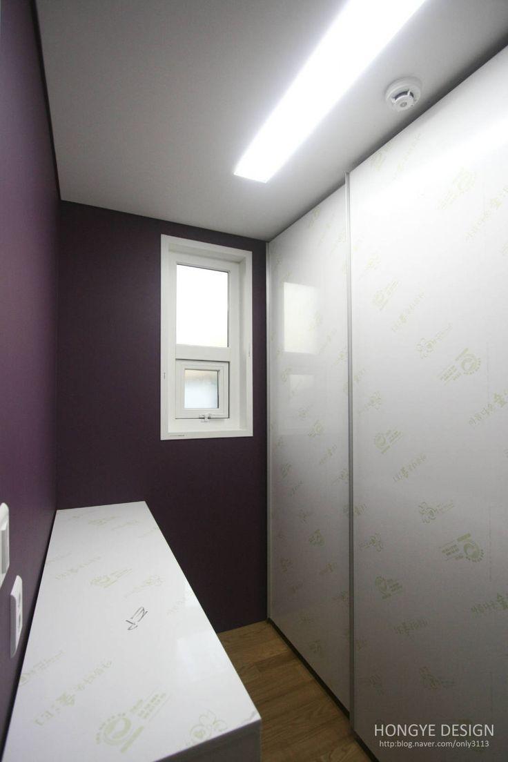 방안에 숨은책방, 작지만 효율적인 주택인테리어_26py : 모던스타일 드레싱 룸 by 홍예디자인