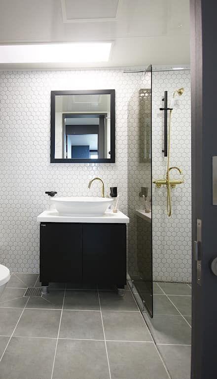 중랑구 상봉프레미어스엠코 럭셔리한 싱글남 홈스타일링: homelatte의 화장실