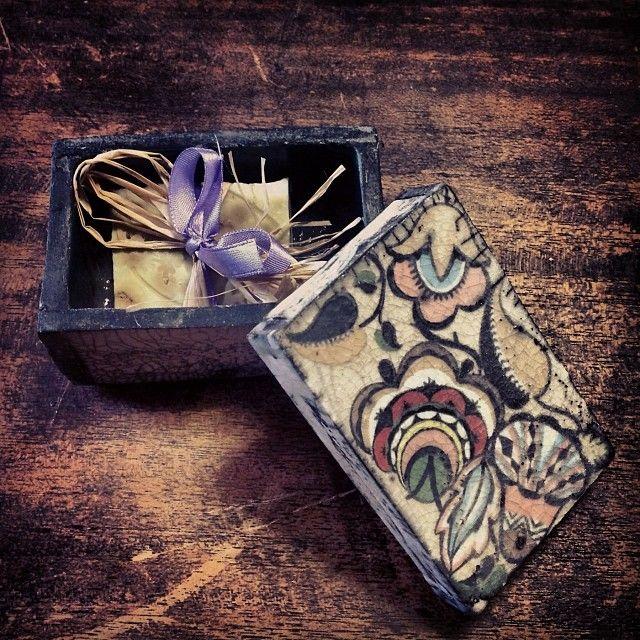 Elena Raffaelli #igersmassacarrara #igerscarrara #raku #ceramica #ceramics #arte #art #colors #decoro #scatola #decor #box