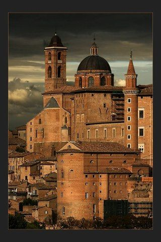 URBINO  is a walled city in the Marche region of Italy - di Lothar Hentschel.