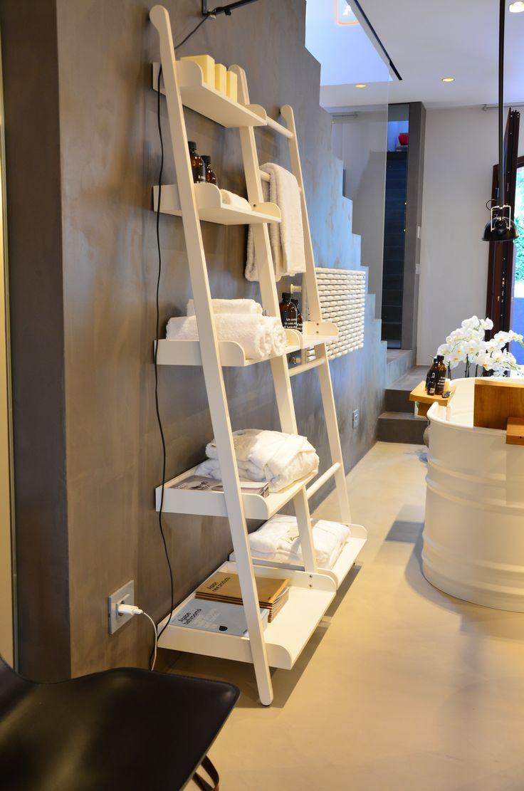 arredo bagno in stile naturale e total white