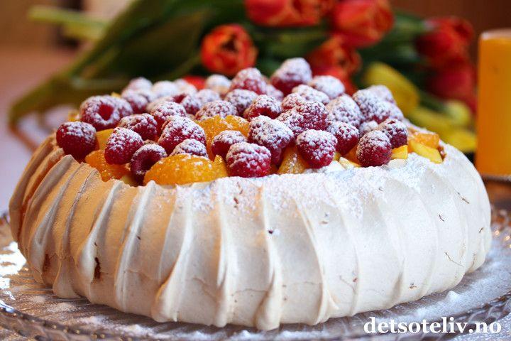 Pavlova med mandariner, mango og bringebær | Det søte liv