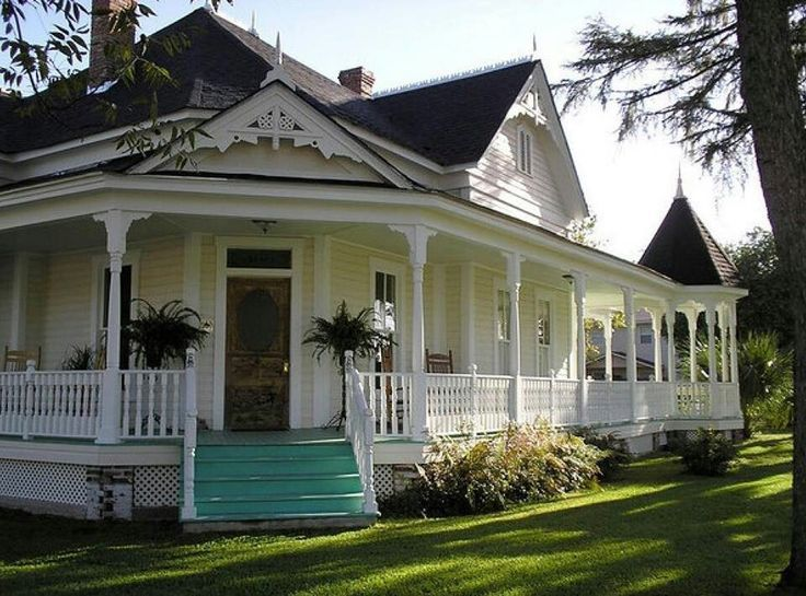 313 best porch decor images on pinterest for Beach house designs with wrap around porch