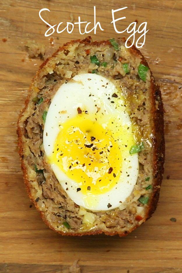 boiled eggs wrapped in sausage meat (Scotch Egg) . | 13 Recetas súper deliciosas que van a satisfacer tu vida en 2016