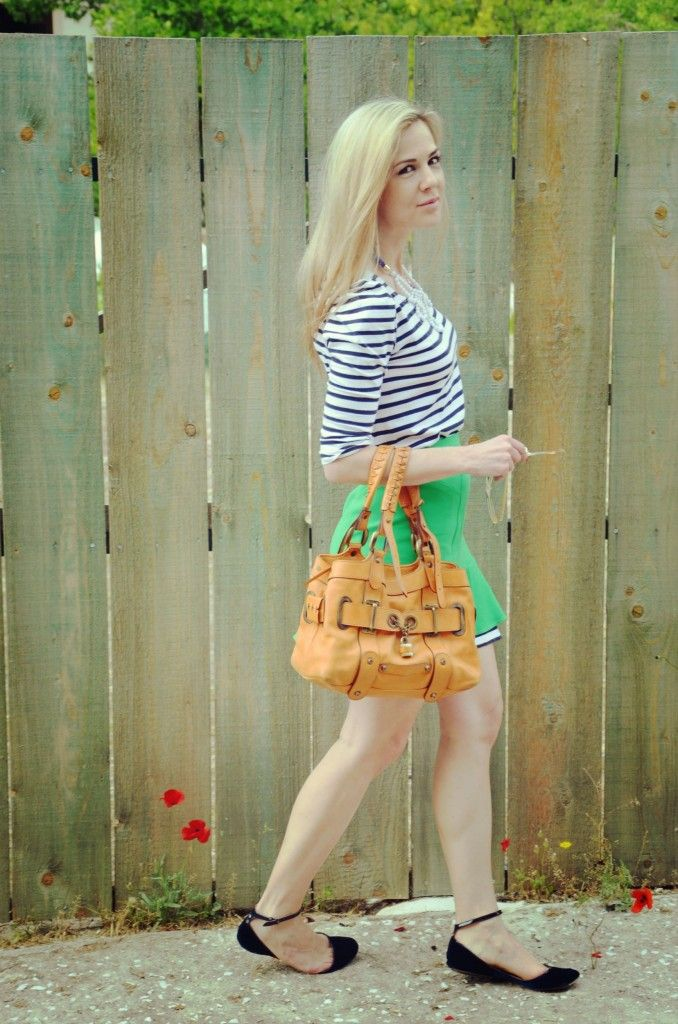 green mini skirt, stripped top, playful look, spring