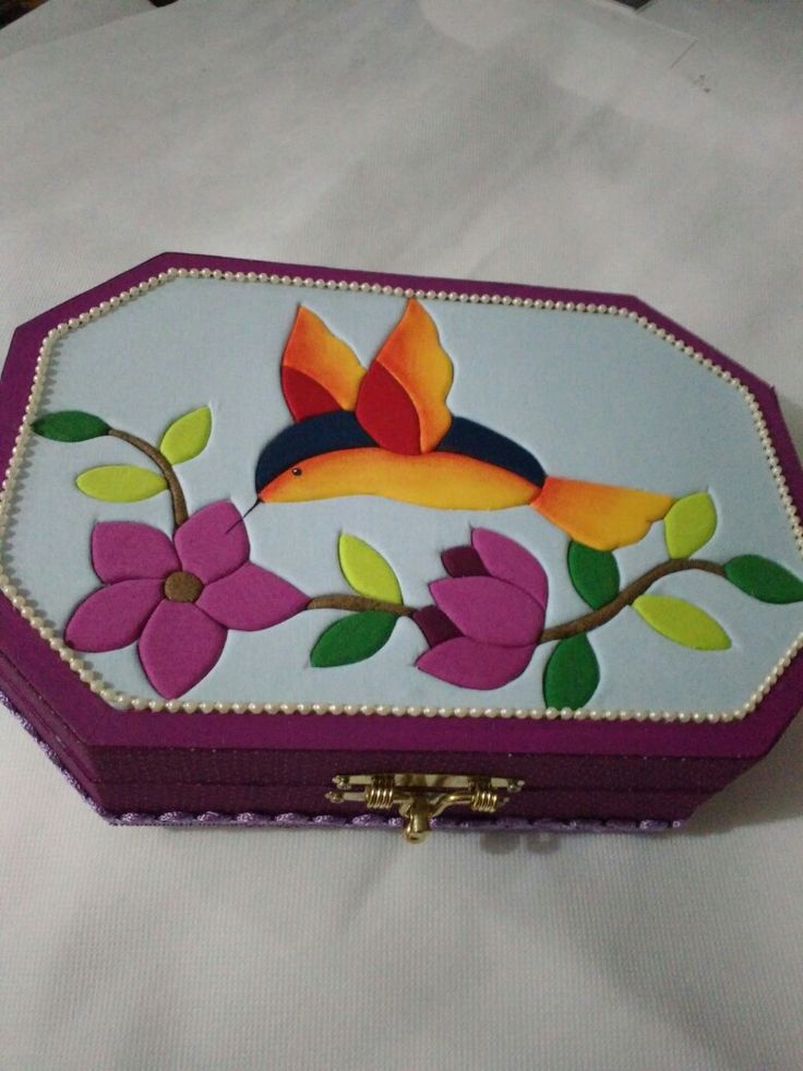 Caixa para bijuterias em patchwork embutido.