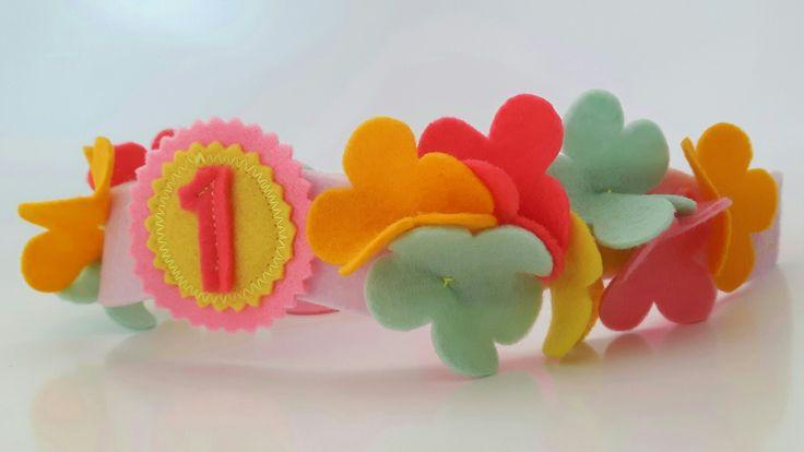 Verjaarskroon bloemen, vilt en elastiek. #verjaardag #birthday #vilt #felt #deviltwinkel