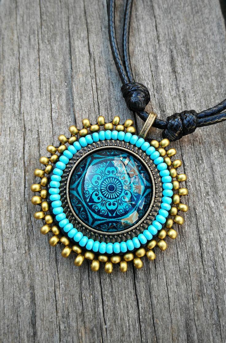 Collar de cristal con mandala, bordado de rocalla, tono azul, oro, regalos, joyería unisex, regalos originales, símbolo de MysticDreamsFactory en Etsy