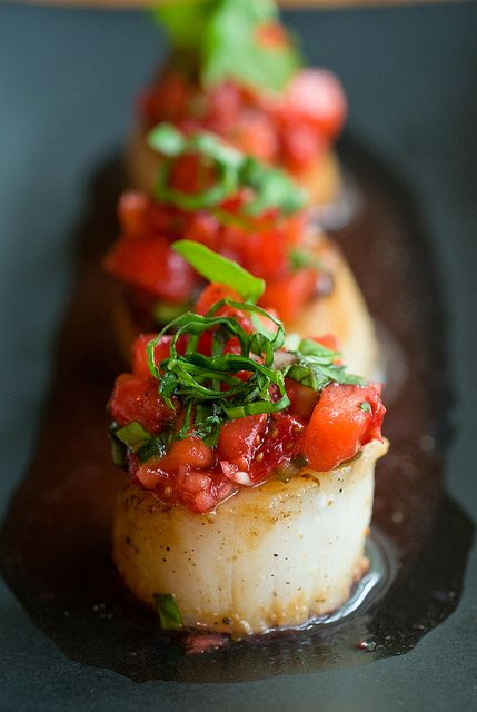 Caramelized scallops with strawberry salsa recipe by minimallyinvasivenj #plating #presentation
