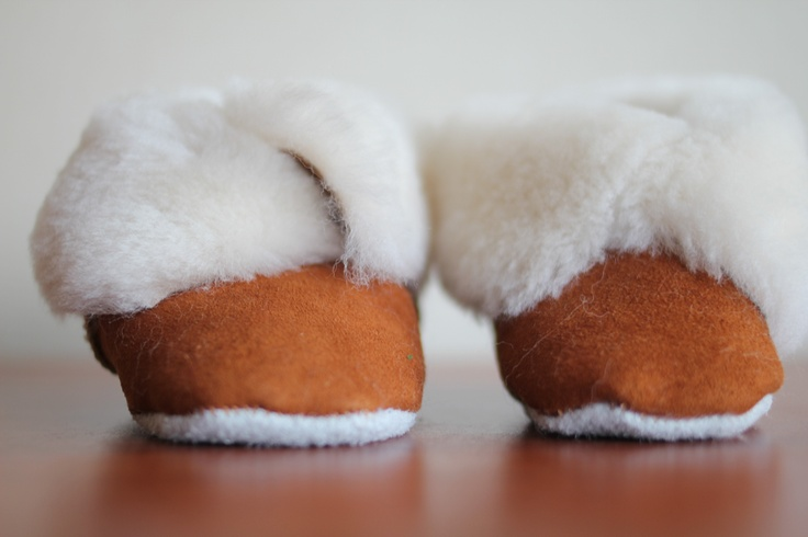 Cow leather slippers, for all sizes.  mail: dominiquecespedes@gmail.com