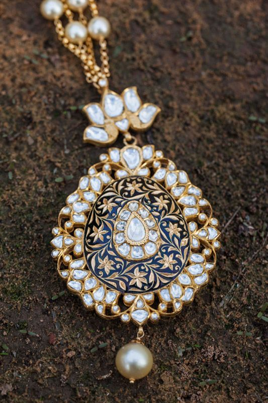 Pretty Indian necklace made of gold, diamond and pearls by Sunita Shekhawat Kalika.