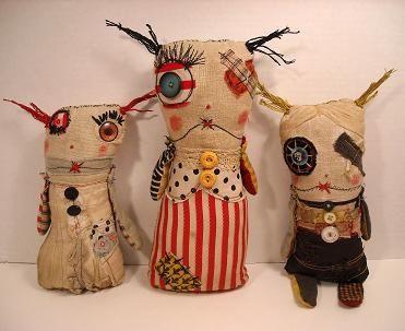 Com tecidos reciclados, Catherine Zacchino, faz bonecas no estilo Toy Art. A inspiração vem de livros que ela leu na infância, principalmente de Peter Rabbit de Beatrix Potter, (recomendo a leitura dessa obra para todas as crianças).