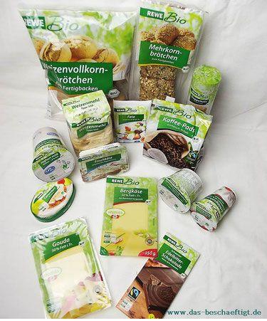 Auf der Bio-Spur: Bio-Produkte von Rewe  Letztens habe ich bei Instagram meinen Bio-Einkauf von Rewe gepostet. Heute möchte ich einen kleinen Preis- und Labelvergleich der Produkte starten. Denn nicht jeder kann einfach blind im Bioladen einkaufen ohne sein Geldbeutel im Blick zu behalten. Ich will wissen, ob es neben meinem Aldi-Vergleich noch bessere Bio-Alternativen gibt.