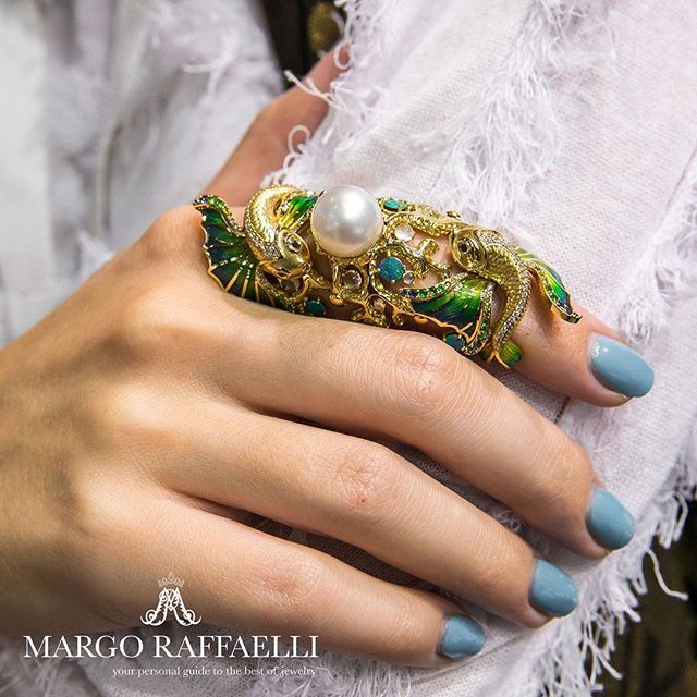 Make a wish with @platonov_jewellery golden fish full finger ring  Credit: @gartsevanataliya for www.margoraffaelli.com