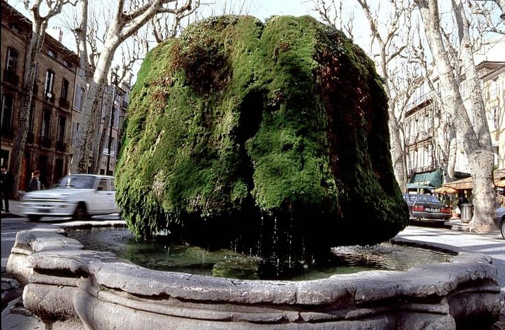 Fontaine-moussue eau thermale chaude in Aix en Provence Cours Mirabeau