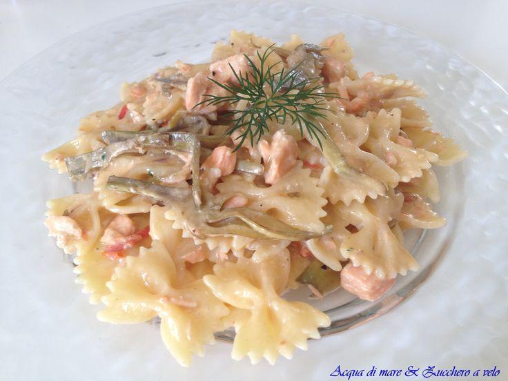 Farfalle+salmone+fresco+e+carciofi