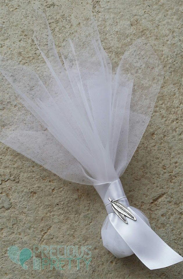 Wedding favors bombonieres made with tulles and metal olive leaves