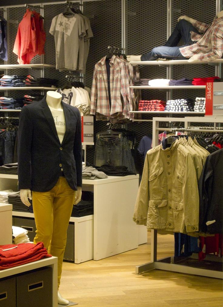 ESPRIT tarjoaa kansainvälistä muotia naisille, miehille ja nuorisolle. Asiantunteva palvelu ja kuukausittain vaihtuvat mallistot kutsuvat sinut houkuttelevien ostoselämysten pariin. #Esprit #Trio #Lahti #vaatteet #tyyli