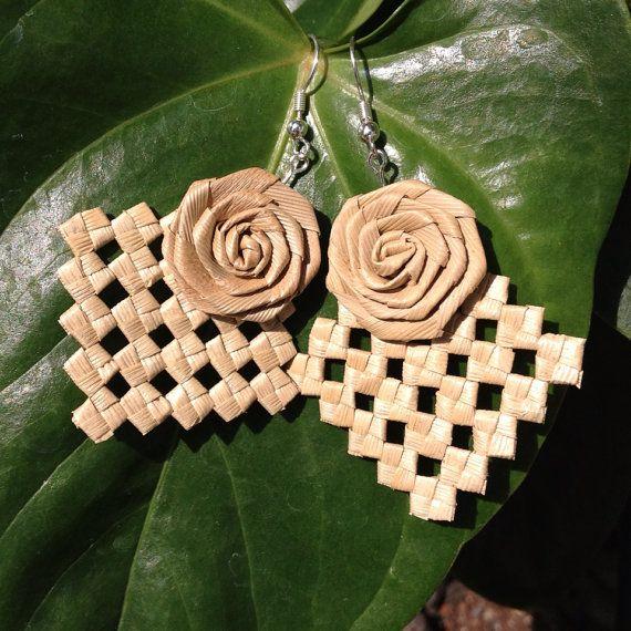 Pukapuka with rosette earring