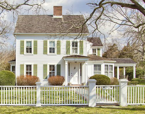 so cute hamptons house white picket fence quaint proekt pinterest picket fences so. Black Bedroom Furniture Sets. Home Design Ideas