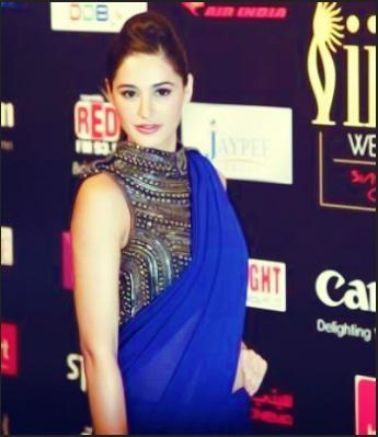 Narigs Fakhri in Blue Saree at IIFA Awards 2012 Singapore   Bollywood Cleavage