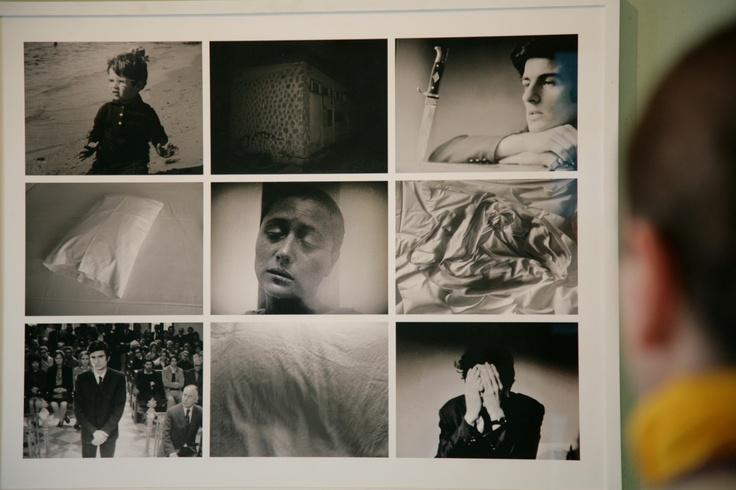 Γιάννης Θεοδωρόπουλος Ιωάννης ο Βίαιος, 2009 Πολύπτυχο φωτογραφιών σε ξύλινη κορνίζα, 95x76 εκ. Παραχώρηση του καλλιτέχνη και της γκαλερί ΑΔ